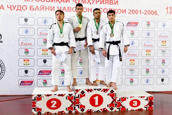 Победитель национальных соревнований получил 700 баллов. Спортсменам, занявшим второе и третье места, начислили 490 и 350 баллов соответственно - Sputnik Таджикистан