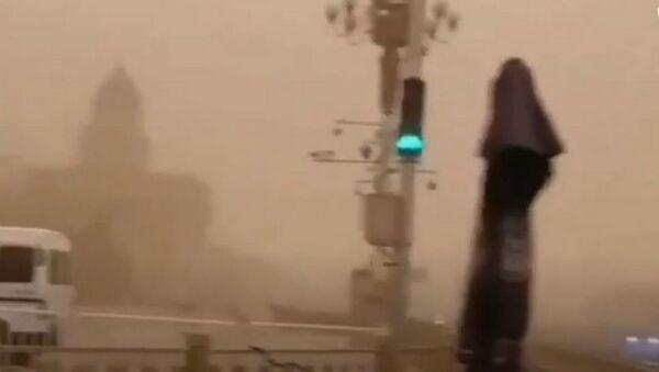 Самая сильная за десятилетие: песчаная буря обрушилась на Пекин  - Sputnik Тоҷикистон