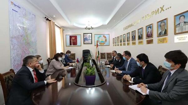 Встреча заместителя министра здравоохранения Таджикистана с представителями Роспотребнадзора - Sputnik Тоҷикистон
