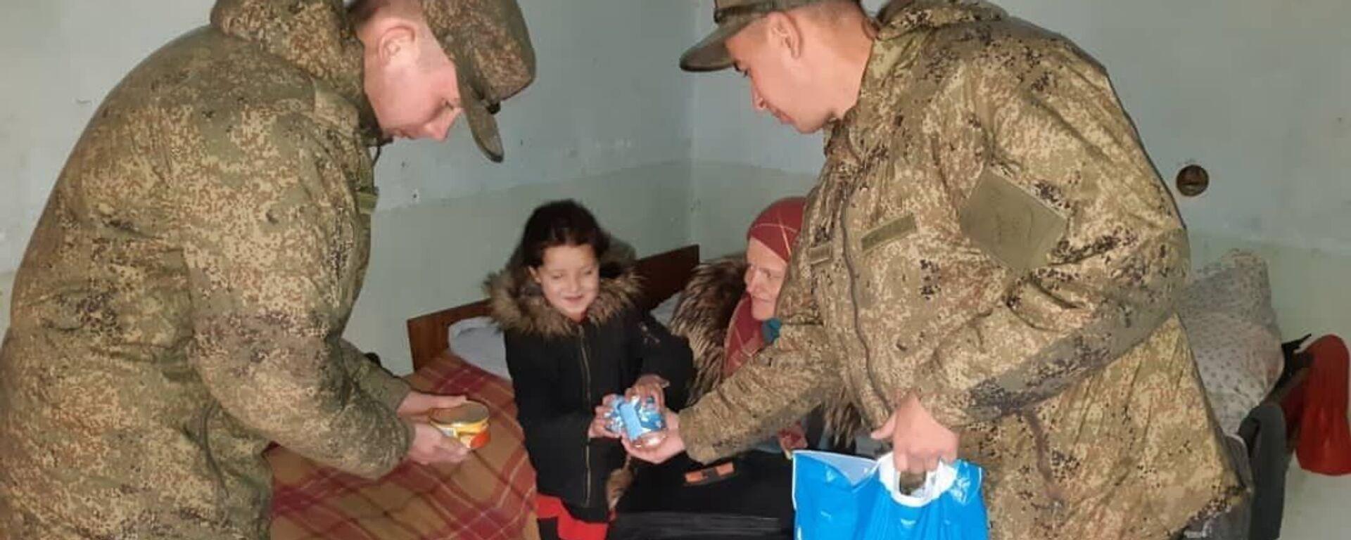 Российские военнослужащие в Таджикистане  оказали помощь многодетным семьям - Sputnik Таджикистан, 1920, 17.03.2021
