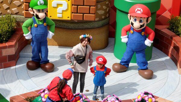 Персонажи игры Супер Марио  в парке аттракционов Super Nintendo World в Осаке - Sputnik Таджикистан