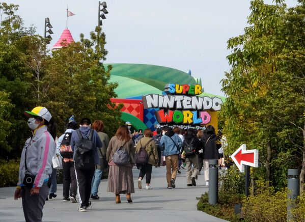 Я играю в Марио с детства и не ожидал, что смогу войти в этот мир. Чувствую себя взволнованно, - поделился впечатлением 19-летний студент из Осаки - Sputnik Таджикистан