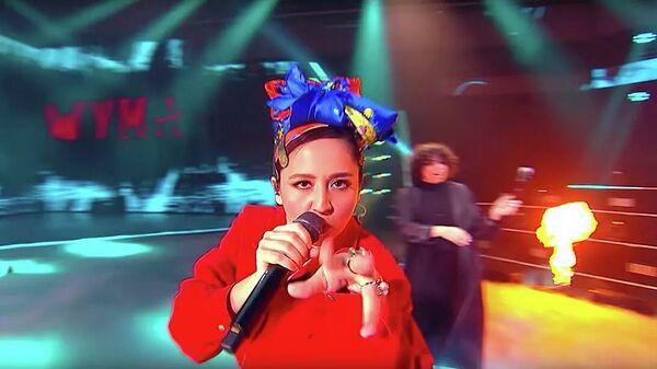 Кадр видео Manizha - Russian Woman - Sputnik Тоҷикистон