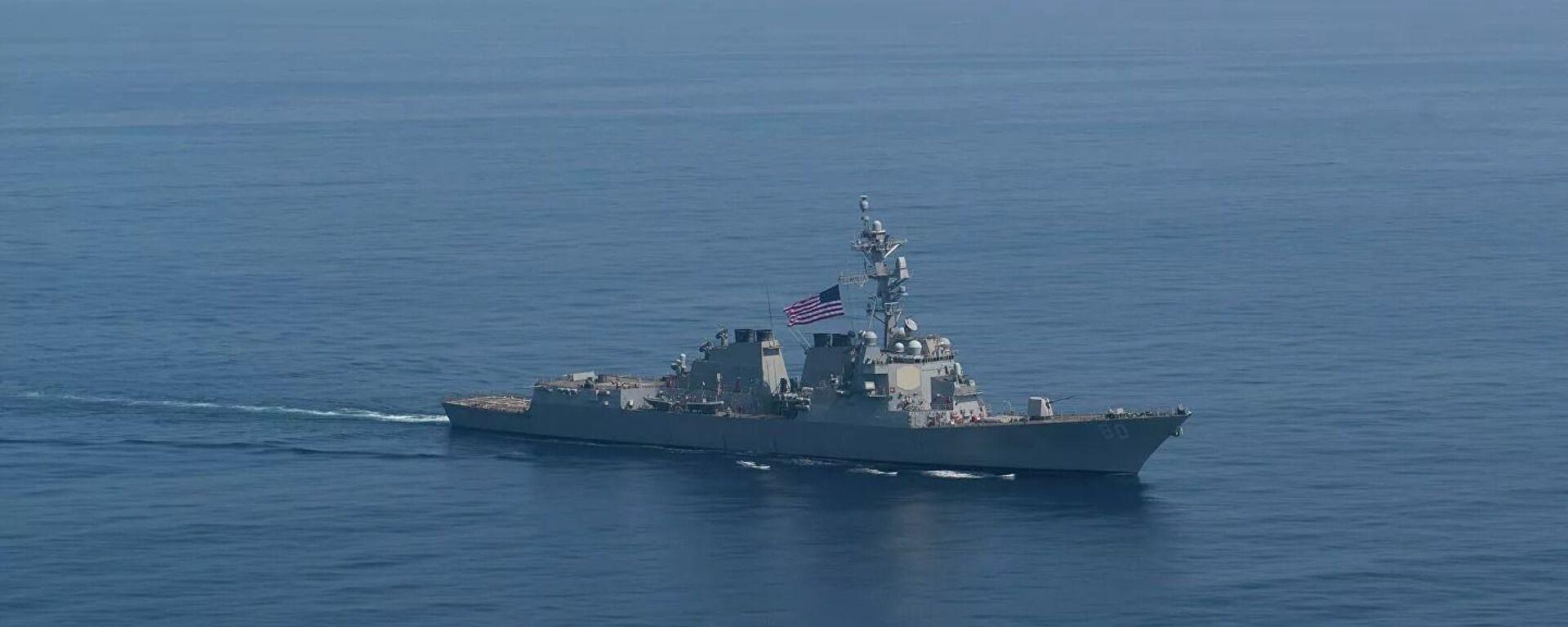 Американский эсминец USS Roosevelt во время транзита в направлении Черного моря - Sputnik Таджикистан, 1920, 26.06.2021