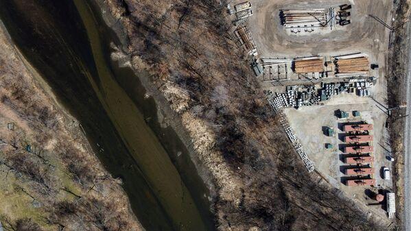 В 1969 году река Кайахога (штат Огайо, США) загорелась из-за загрязнения, в результате чего Конгресс принял закон о чистой воде - Sputnik Таджикистан
