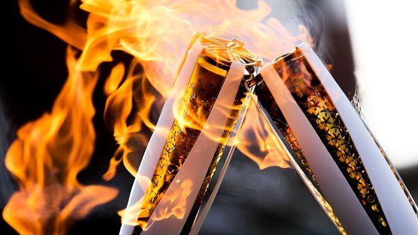 Факелы с Олимпийским огнём во время эстафеты Олимпийского огня - Sputnik Таджикистан