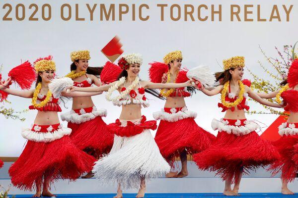 Выступление танцоров во время старта эстафеты огня в префектуре Фукусима  - Sputnik Таджикистан