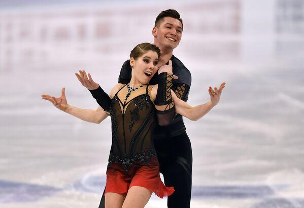 Российские спортсмены Анастасия Мишина и Александр Галлямов. Они занимают первое место среди пар с суммой баллов 227,59 - Sputnik Таджикистан