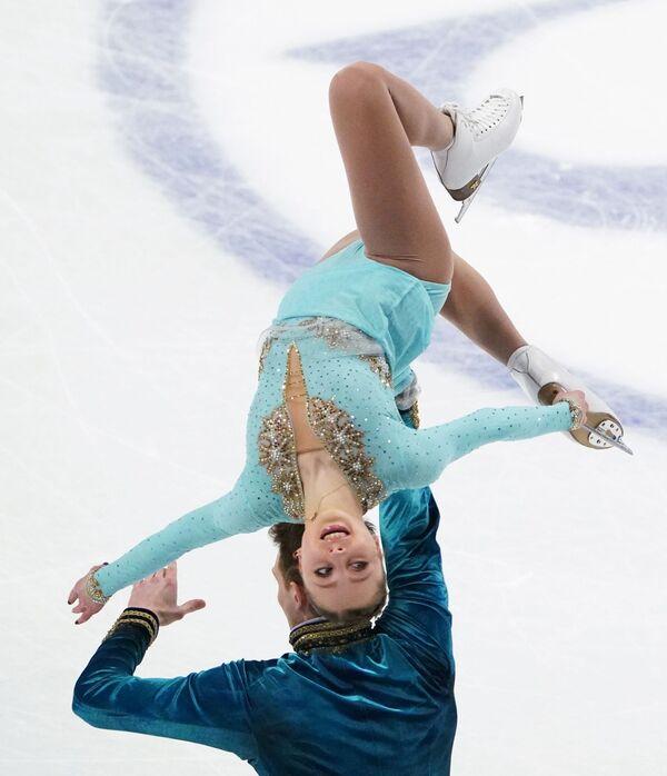 Александра Бойкова и Дмитрий Козловский, они расположились на третьей строчке, уступив китайской паре Суй Вэньцзин и Хань Цун - Sputnik Таджикистан