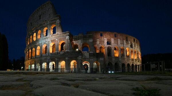 Фотографии до и после акции Час Земли в Риме  - Sputnik Тоҷикистон