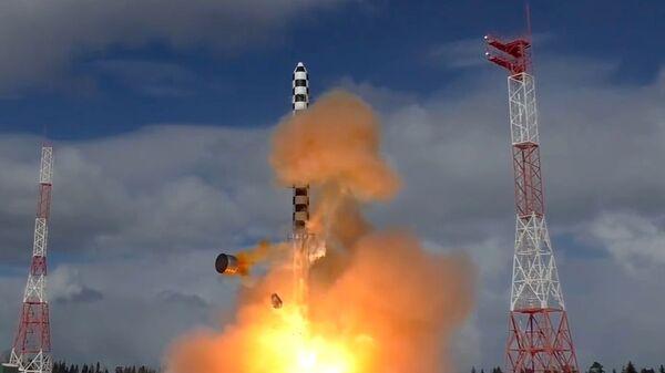 Запуск тяжелой межконтинентальной баллистической ракеты Сармат. Архивное фото - Sputnik Таджикистан