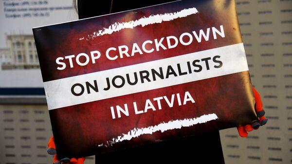 Одиночный пикет в защиту свободы слова в Москве - Sputnik Тоҷикистон