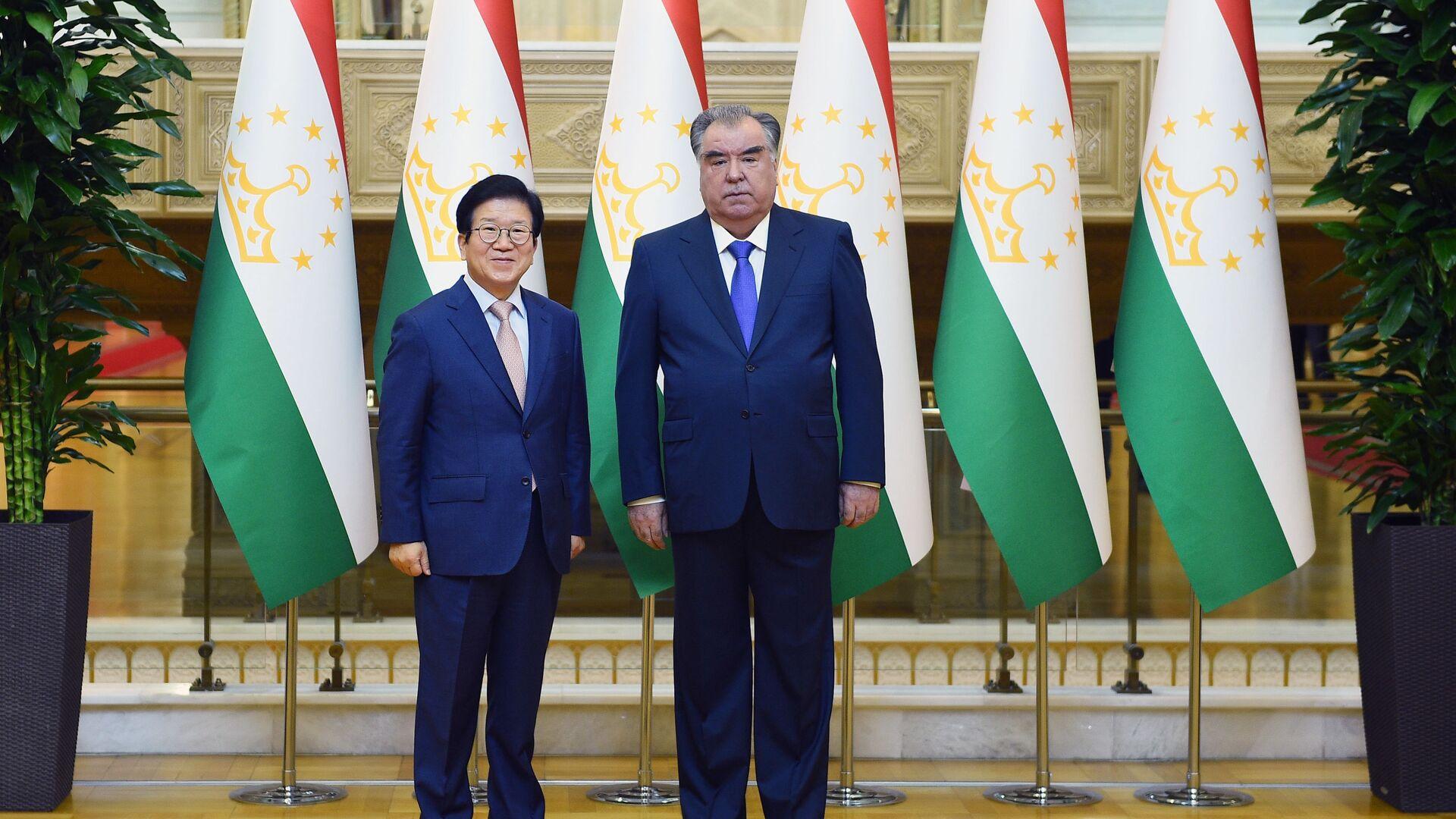 Президент Республики Таджикистан Эмомали Рахмон принял Председателя Национального собрания (парламента) Республики Корея Пак Бён Сока - Sputnik Таджикистан, 1920, 01.04.2021