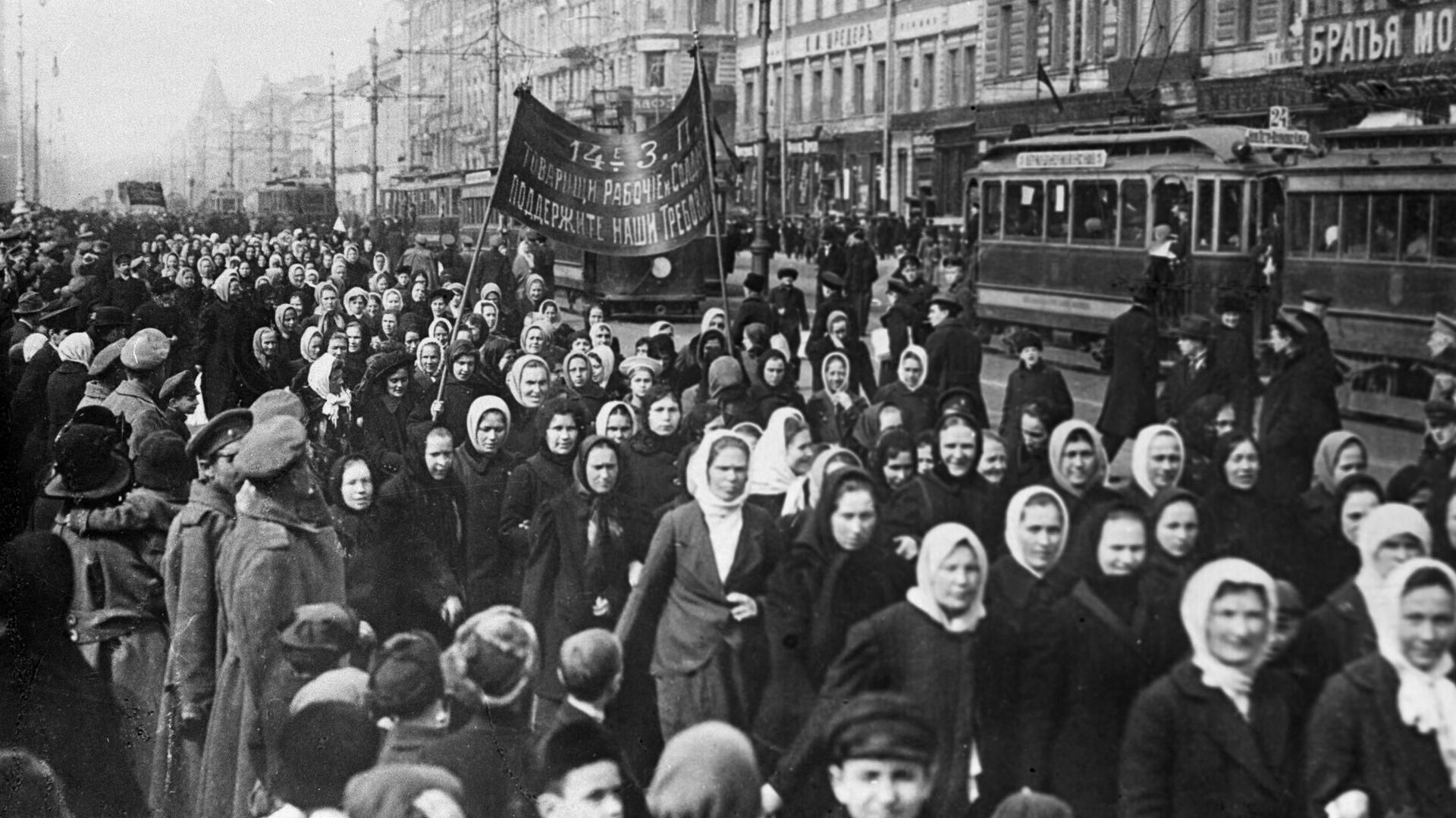 Демонстрация женщин, архивное фото - Sputnik Таджикистан, 1920, 03.04.2021