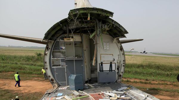 Утилизация самолета, архивное фото - Sputnik Таджикистан