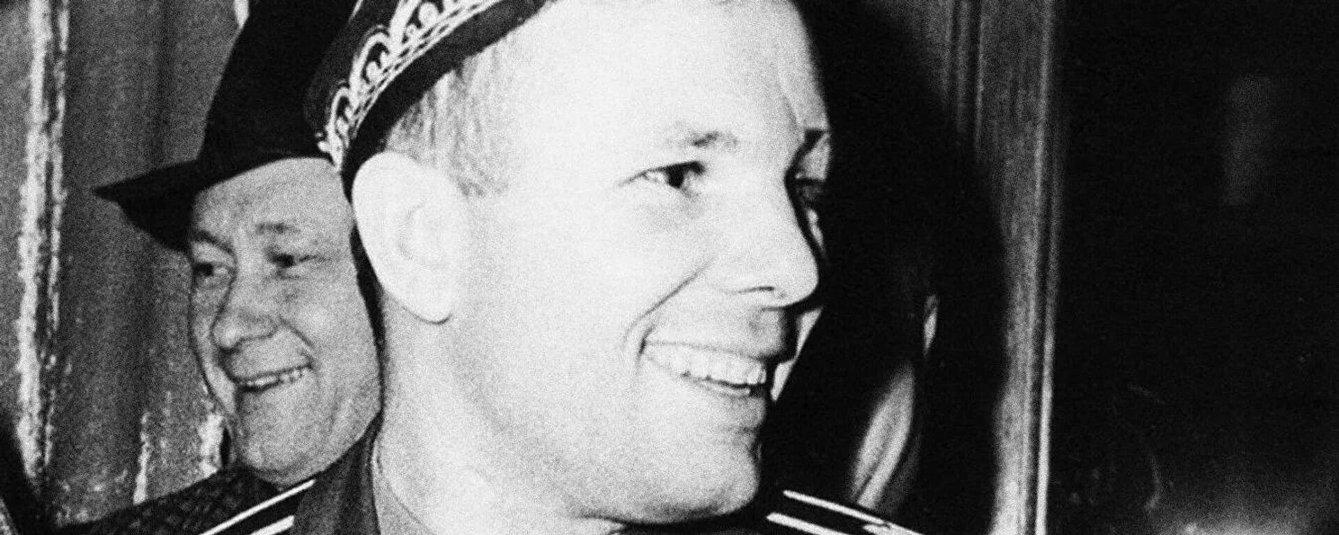 Космонавт Юрий Гагарин в Ташкенте - Sputnik Таджикистан, 1920, 12.04.2021