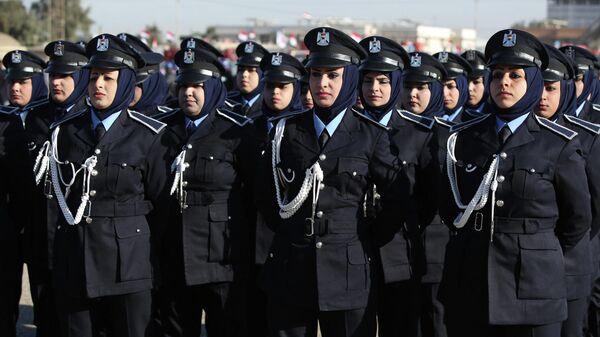 Женщины-полицейские на параде в честь 93-й годовщины образования полицейских сил в Багдаде, Ирак. - Sputnik Таджикистан