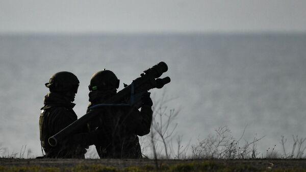 Тактические учения зенитного ракетного полка в Крыму - Sputnik Таджикистан