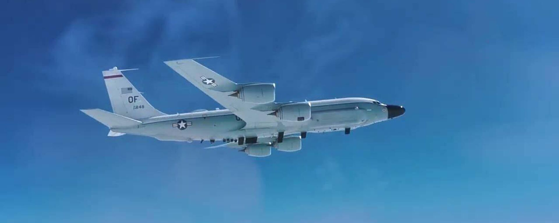 Кадры перехвата истребителем МиГ-31 самолета-разведчика США - Sputnik Таджикистан, 1920, 16.04.2021