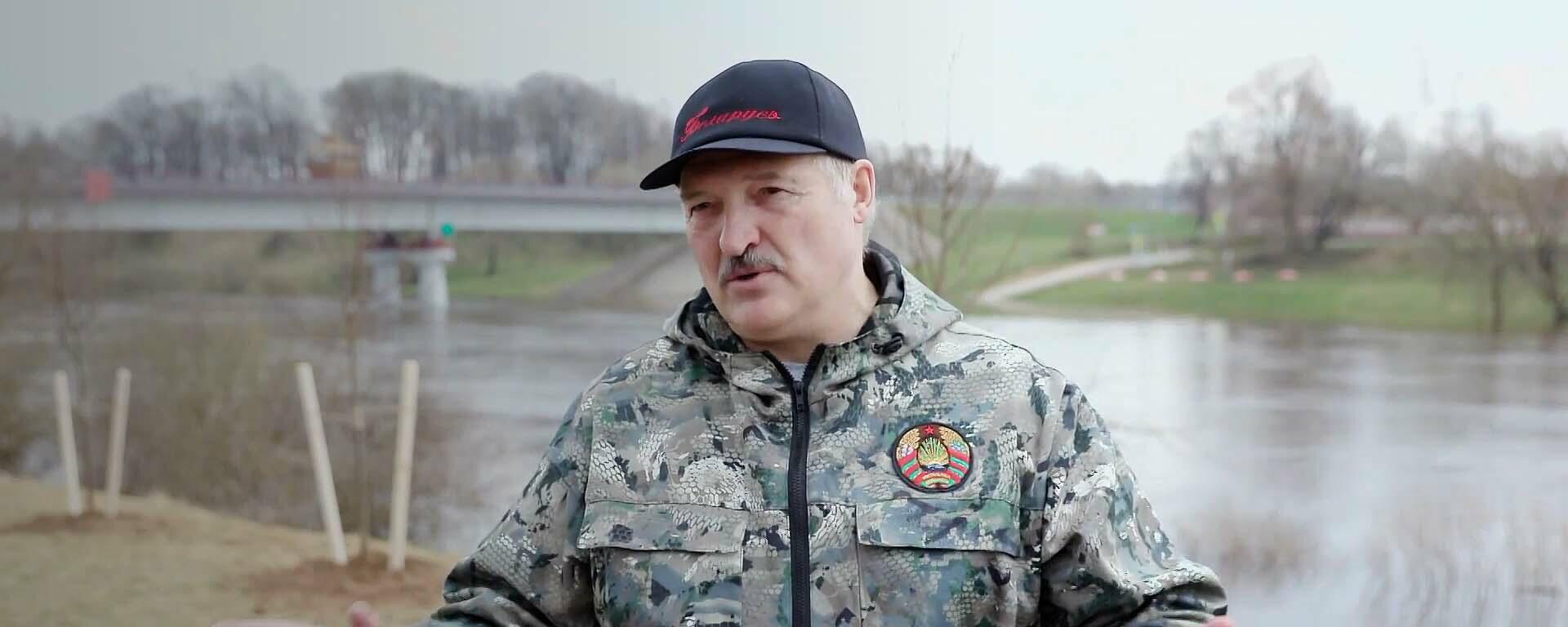 Лукашенко назвал виновных в попытке военного переворота - youtube  - Sputnik Тоҷикистон, 1920, 19.04.2021