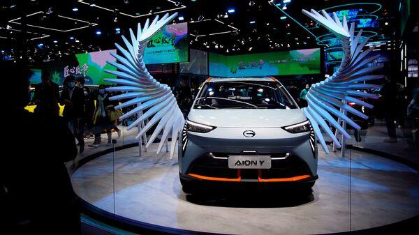 Электромобиль GAC Aion Y на международной автомобильной выставке в Шанхае  - Sputnik Таджикистан