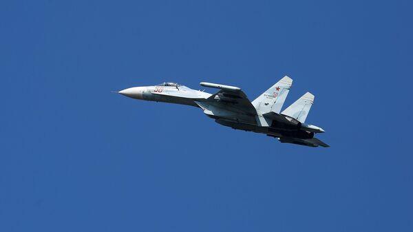 Многоцелевой истребитель Су-27 - Sputnik Таджикистан