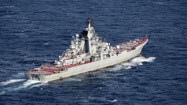 Британские ВМС и ВВС сопровождают российские корабли Адмирал Кузнецов и Петр Великий - Sputnik Тоҷикистон