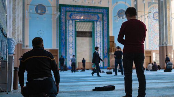 Намаз во время Рамадана в Казахстане - Sputnik Тоҷикистон