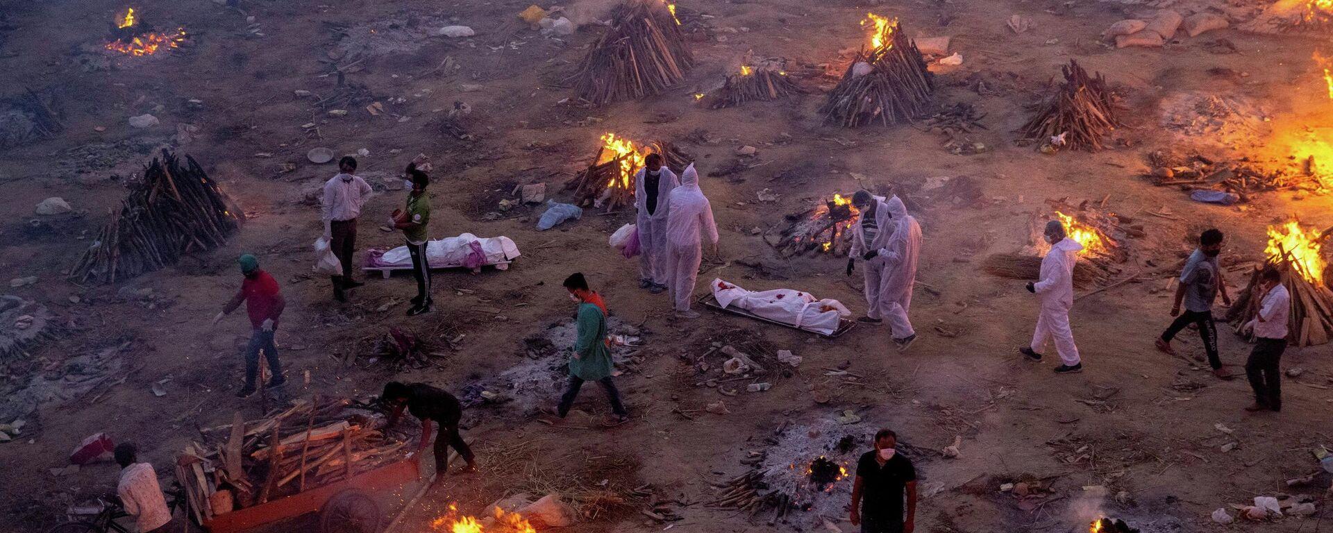 Массовая кремация жертв коронавируса в Индии - Sputnik Таджикистан, 1920, 24.04.2021