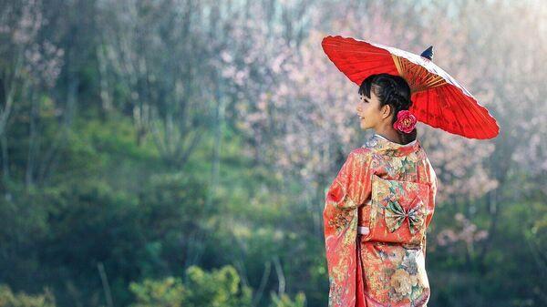 Японка в кимоно с зонтом - Sputnik Тоҷикистон