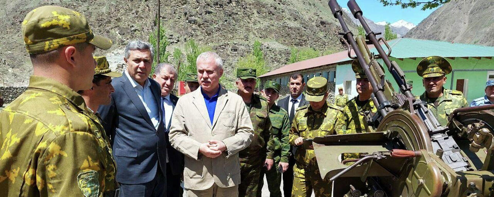 Генерал Зас посетил таджикско-афганскую границу - Sputnik Таджикистан, 1920, 23.08.2021