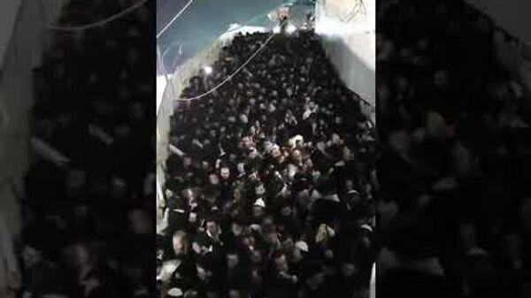 Видео с давкой во время религиозного праздника в Израиле - Sputnik Тоҷикистон