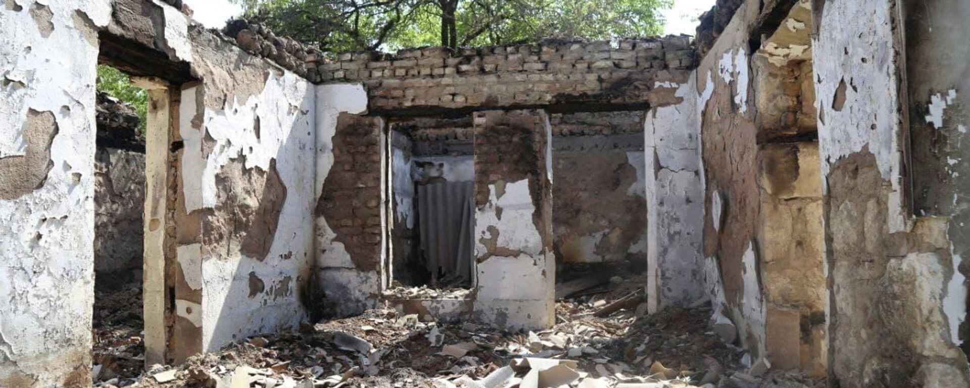 Разрушенные дома в селах Ходжаи Аъло и Сомониён джамоата Чоркух города Исфара  - Sputnik Таджикистан, 1920, 06.05.2021