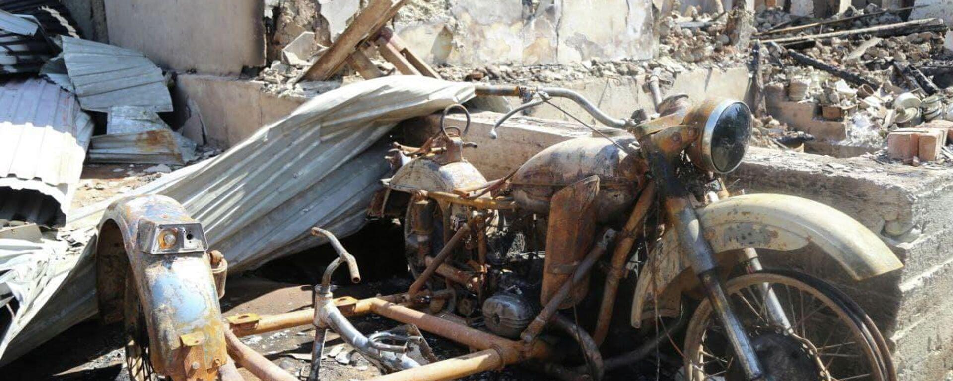 Разрушенные дома в селах Ходжаи Аъло и Сомониён джамоата Чоркух города Исфара  - Sputnik Таджикистан, 1920, 02.06.2021