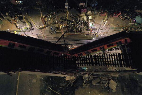 Вид с воздуха места аварии в метро Мехико - Sputnik Таджикистан