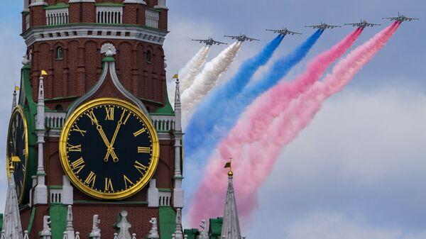 Самолеты-буксировщики мишеней Су-25БМ в небе во время репетиции воздушной части парада в честь 76-летия Победы - Sputnik Таджикистан
