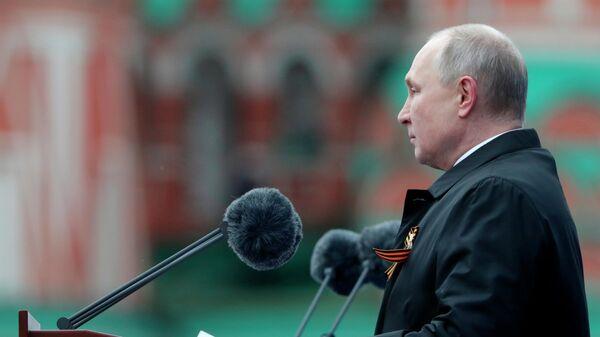 Президент РФ В. Путин на военном параде в честь 76-й годовщины Победы в ВОВ - Sputnik Тоҷикистон