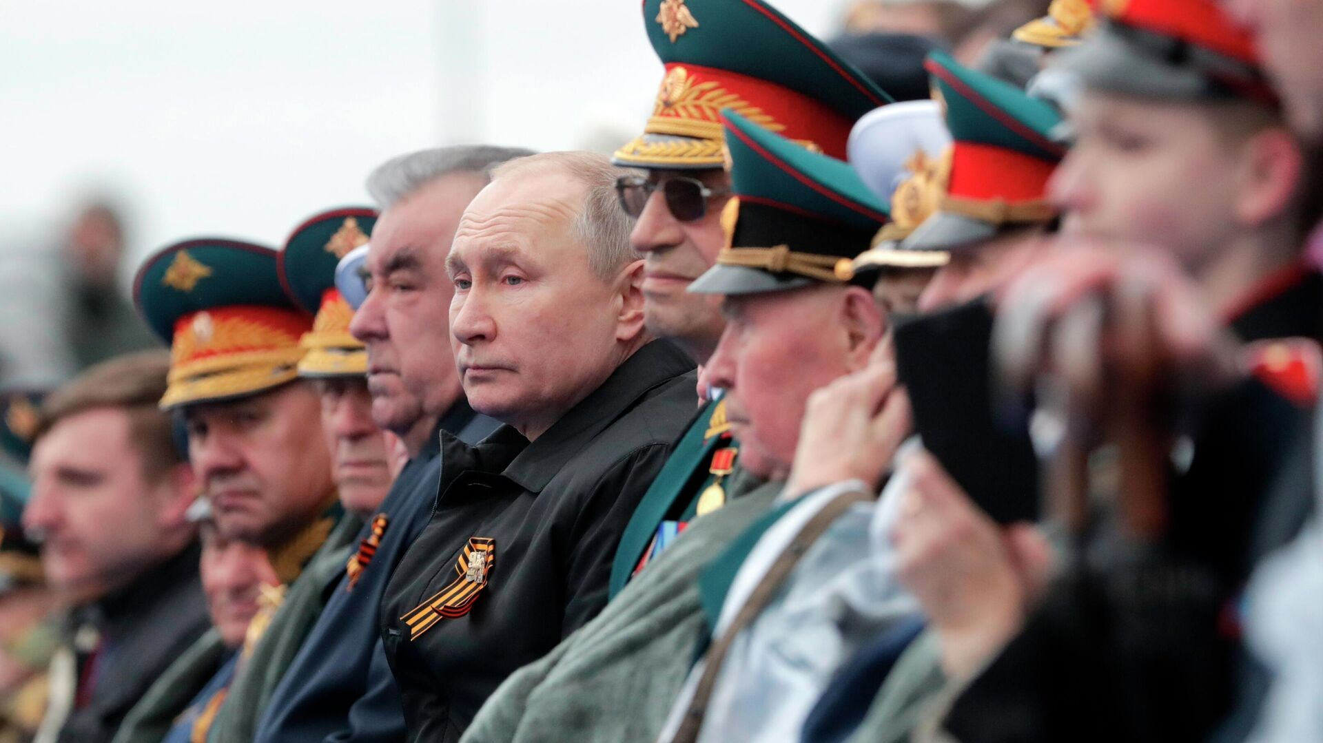 Президент РФ В. Путин на военном параде в честь 76-й годовщины Победы в ВОВ - Sputnik Таджикистан, 1920, 09.05.2021