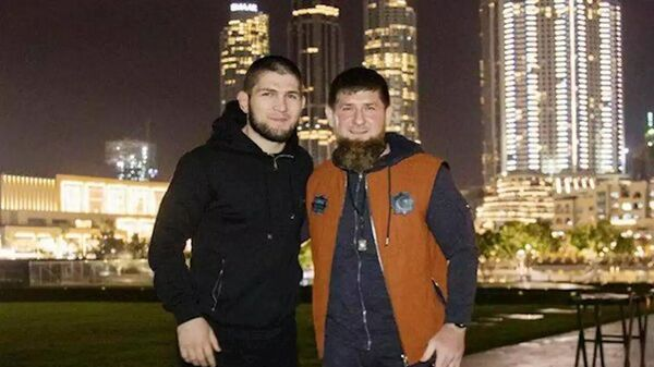 Хабиб Нурмагомедов и Рамзан Кадыров - Sputnik Тоҷикистон