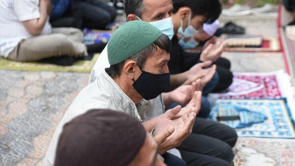 Намаз на Ид аль-Фитр в Центральной мечети города Душанбе - Sputnik Таджикистан