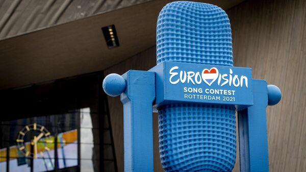 Четырехметровый трофей Евровидения, напечатанный на 3D-принтере из переработанного ПЭТ-материала - Sputnik Таджикистан