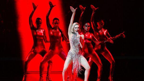 Греческая певица Елена Цагрину, представляющая Кипр, поет во время репетиции конкурса песни Евровидение в Роттердаме  - Sputnik Таджикистан