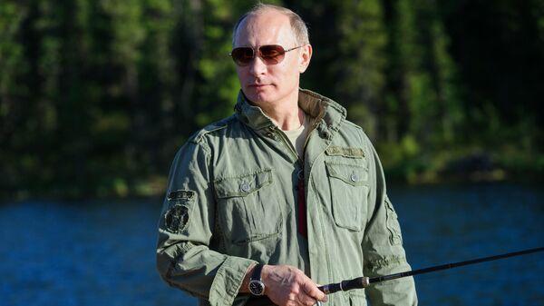 Президент России Владимир Путин во время рыбалки в Республике Тыва - Sputnik Таджикистан