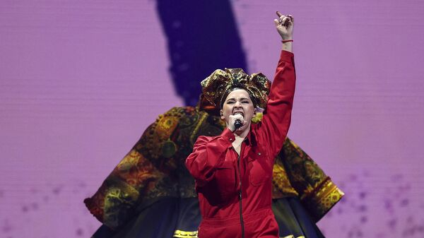 Россиянка Манижа выступает во время первого полуфинала 65-го конкурса Евровидение-2021 - Sputnik Тоҷикистон