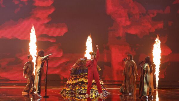 Россиянка Манижа выступает во время первого полуфинала 65-го конкурса Евровидение-2021 - Sputnik Таджикистан