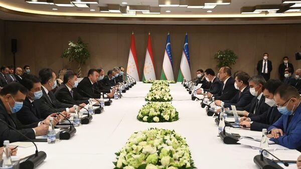 В Минтрансе прошли межправительственная комиссия между Таджикистаном и Узбекистаном - Sputnik Тоҷикистон