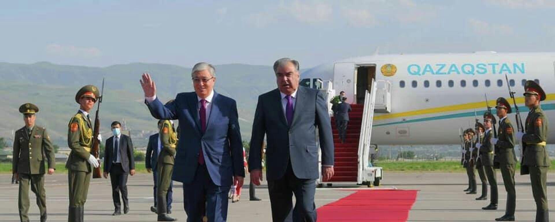 Президент Касым-Жомарт Токаев прибыл в Душанбе с двухдневным официальным визитом по приглашению Президента Таджикистана Эмомали Рахмона - Sputnik Таджикистан, 1920, 19.05.2021