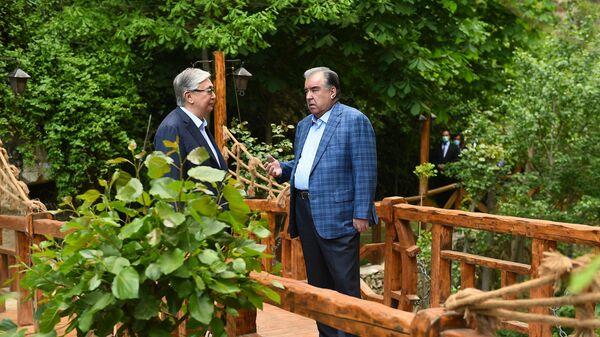 Неформальная встреча Рахмона и Токаева  - Sputnik Тоҷикистон
