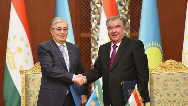 Президент Касым-Жомарт Токаев и Президент Таджикистана Эмомали Рахмон - Sputnik Тоҷикистон
