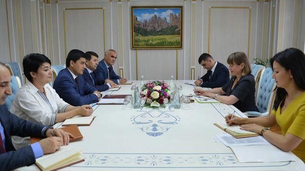 Встреча председателя комитета с директором регионального бюро ЮНЕСКО - Sputnik Тоҷикистон